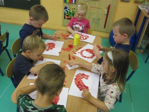 Téma: Červené jablíčko – třída Sluníčka